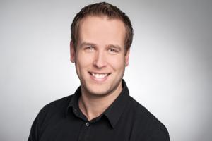 Geschäftsführer Peter Debus mit einem freundlichen Lächeln
